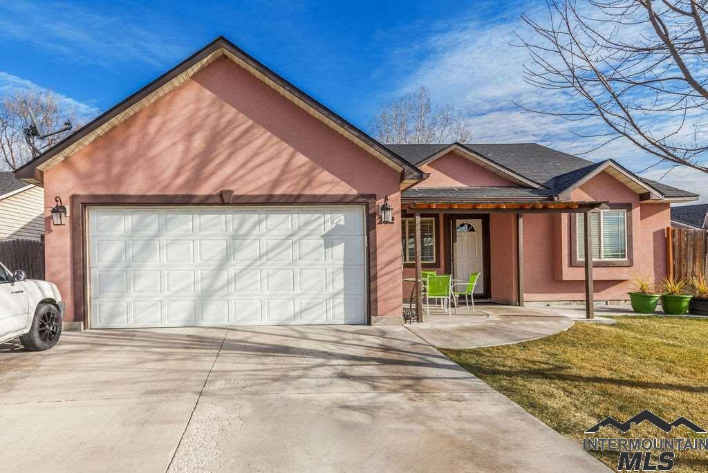Photo for 202 S Taffy Dr, Nampa, ID 83687 (MLS # 98716355)