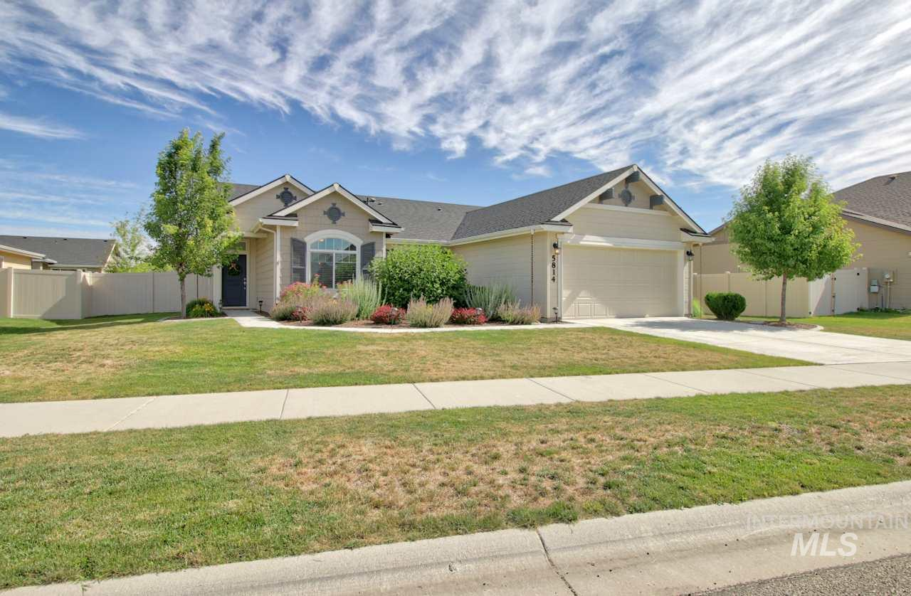 Photo for 5814 W Rotherham, Eagle, ID 83616 (MLS # 98734339)