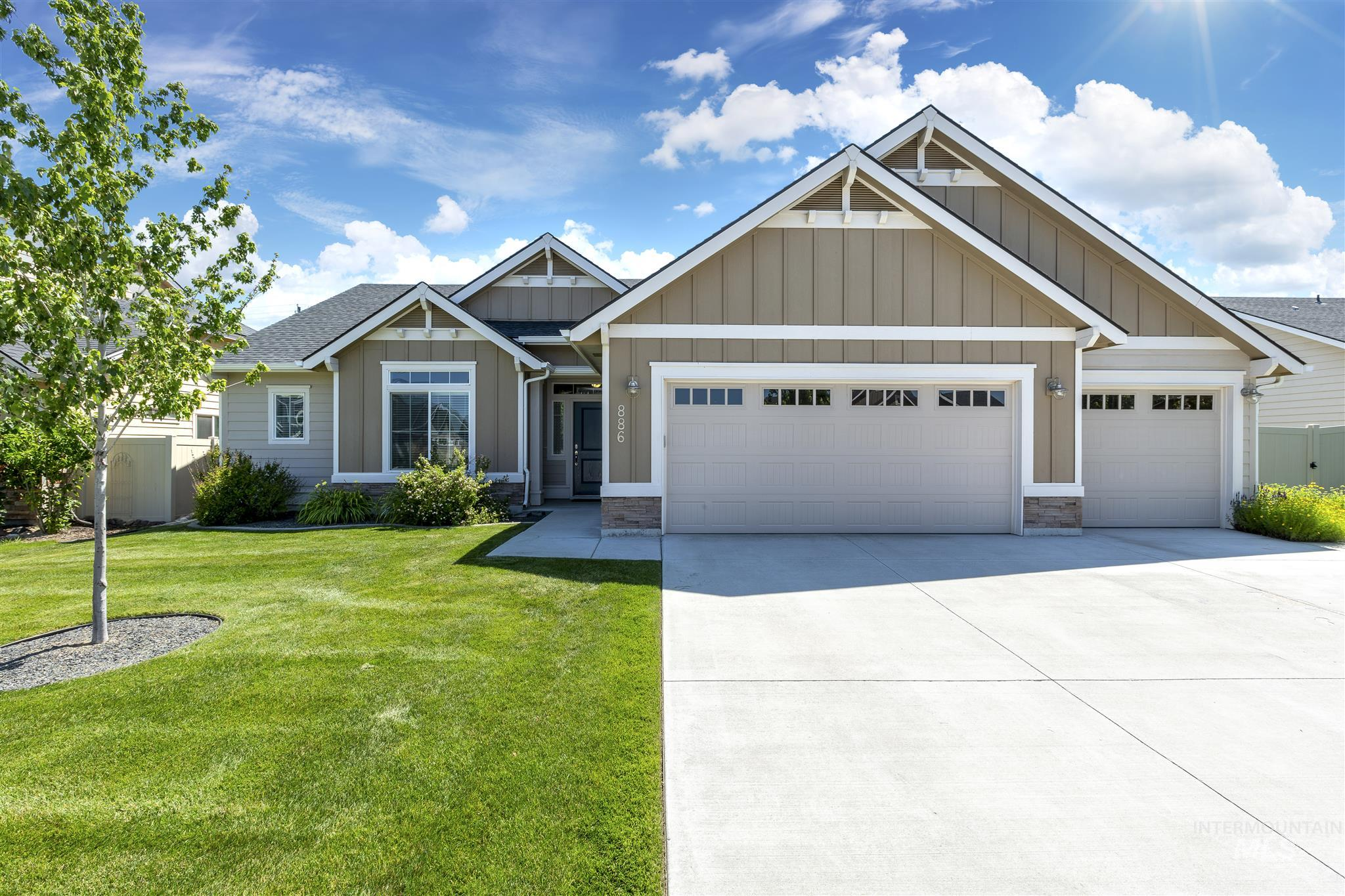 Photo for 886 N Cottage Cove, Star, ID 83669 (MLS # 98772849)