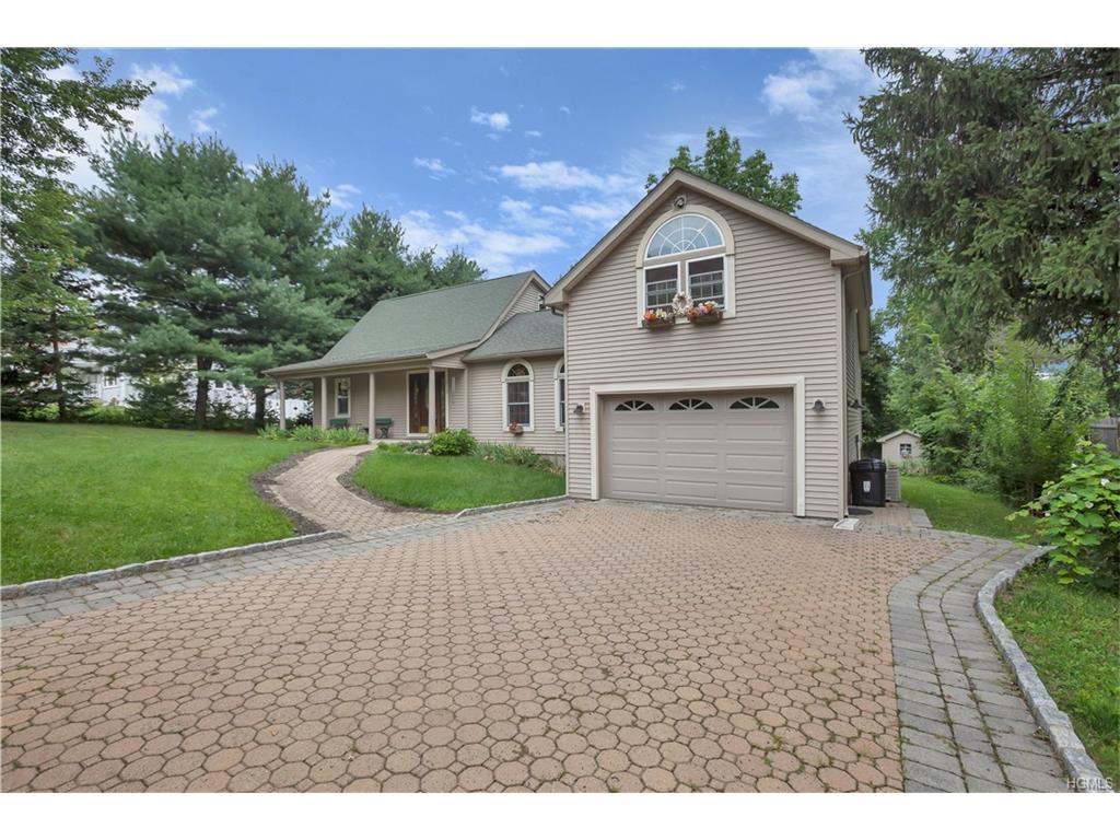 Photo for 6 Ridgeview Road, New Windsor, NY 12577 (MLS # 4731733)