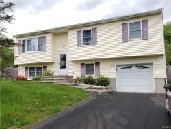 Photo of 4 Oxford Lane, Harriman, NY 10926 (MLS # 4932709)