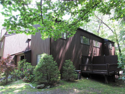 Photo of 6 Acorn Court, Highland Mills, NY 10930 (MLS # 4944968)