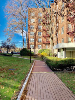 Photo of 1300 Midland Avenue, Unit A25, Yonkers, NY 10704 (MLS # 4854997)