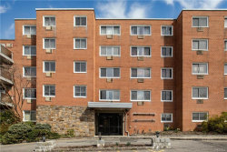 Photo of 370 Central Park Avenue, Unit 3D, Scarsdale, NY 10583 (MLS # 4921053)