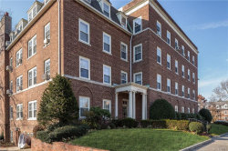 Photo of 10 Alden Place, Unit 4B, Bronxville, NY 10708 (MLS # 4901761)