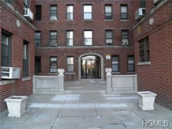 Photo of 65 Central Park Avenue, Unit 5D, Yonkers, NY 10705 (MLS # 4914987)