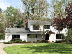 Photo of 75 Carriage Stone Dr, Chagrin Falls, OH 44022 (MLS # 4070894)
