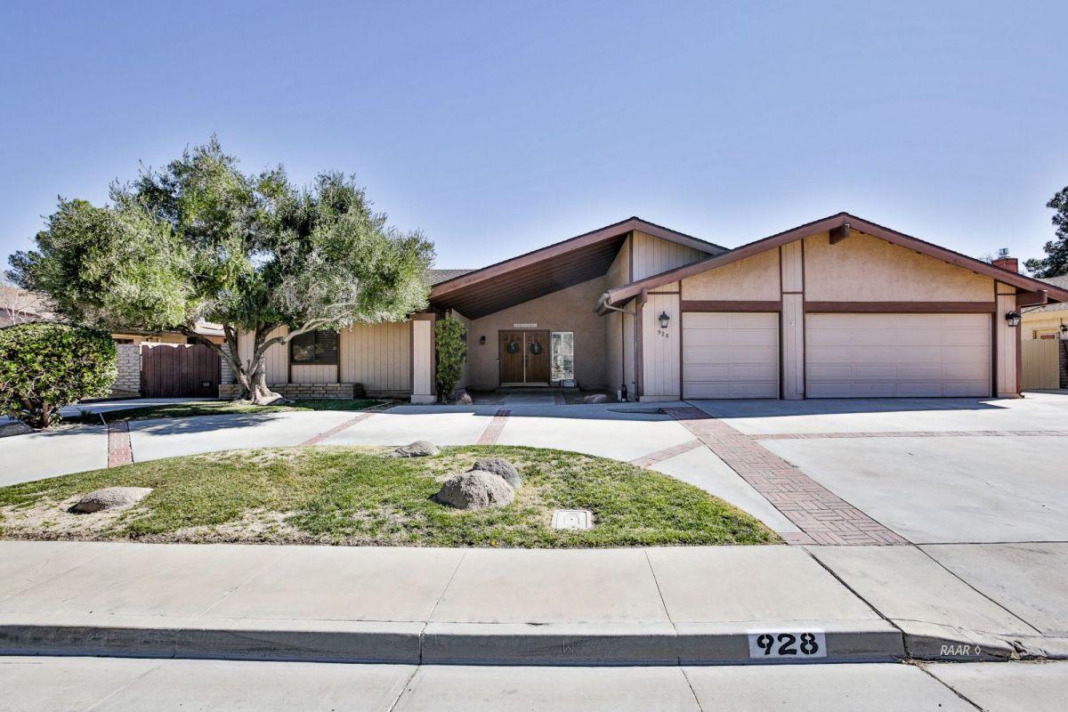 Photo for 928 Randall ST, Ridgecrest, CA 93555 (MLS # 1956777)