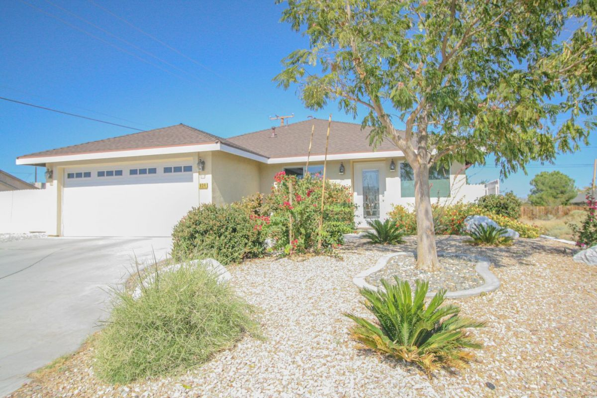 Photo for 934 W Dolphin AVE, Ridgecrest, CA 93555 (MLS # 1957235)