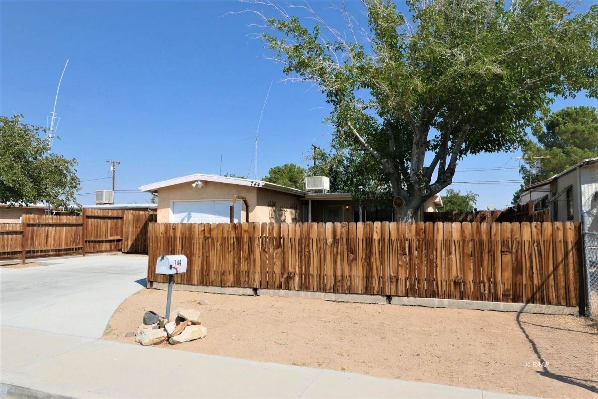 Photo for 744 W Reeves AVE, Ridgecrest, CA 93555 (MLS # 1957525)