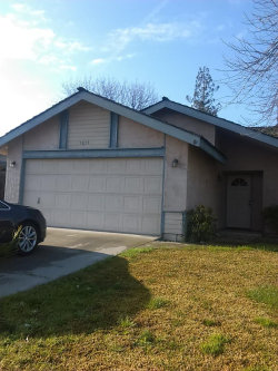 Photo of 5039 W Chestnut AVE, VISALIA, CA 93277 (MLS # ML81694537)