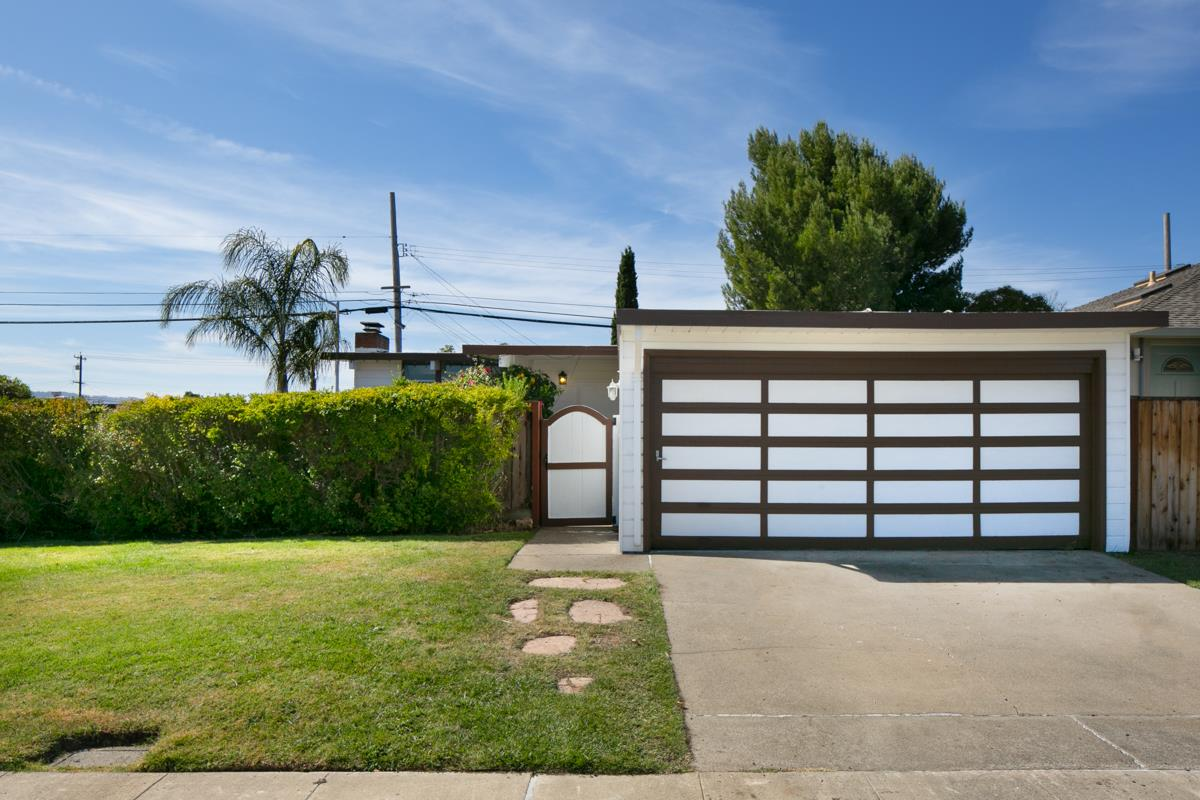 Photo for 1682 Eisenhower ST, SAN MATEO, CA 94403 (MLS # ML81772174)