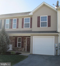 Photo of 100 Fuzzy Tail DRIVE, Ranson, WV 25438 (MLS # 1002789795)