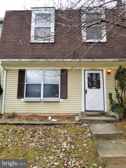 Photo of 18619 Winding Creek PLACE, Germantown, MD 20874 (MLS # MDMC257676)