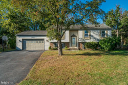 Photo of 18900 Marsh Hawk LANE, Gaithersburg, MD 20879 (MLS # MDMC684414)