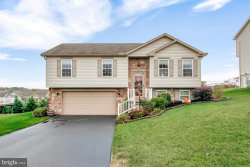 Photo of 1266 Summit Run COURT, York, PA 17408 (MLS # PAYK147186)