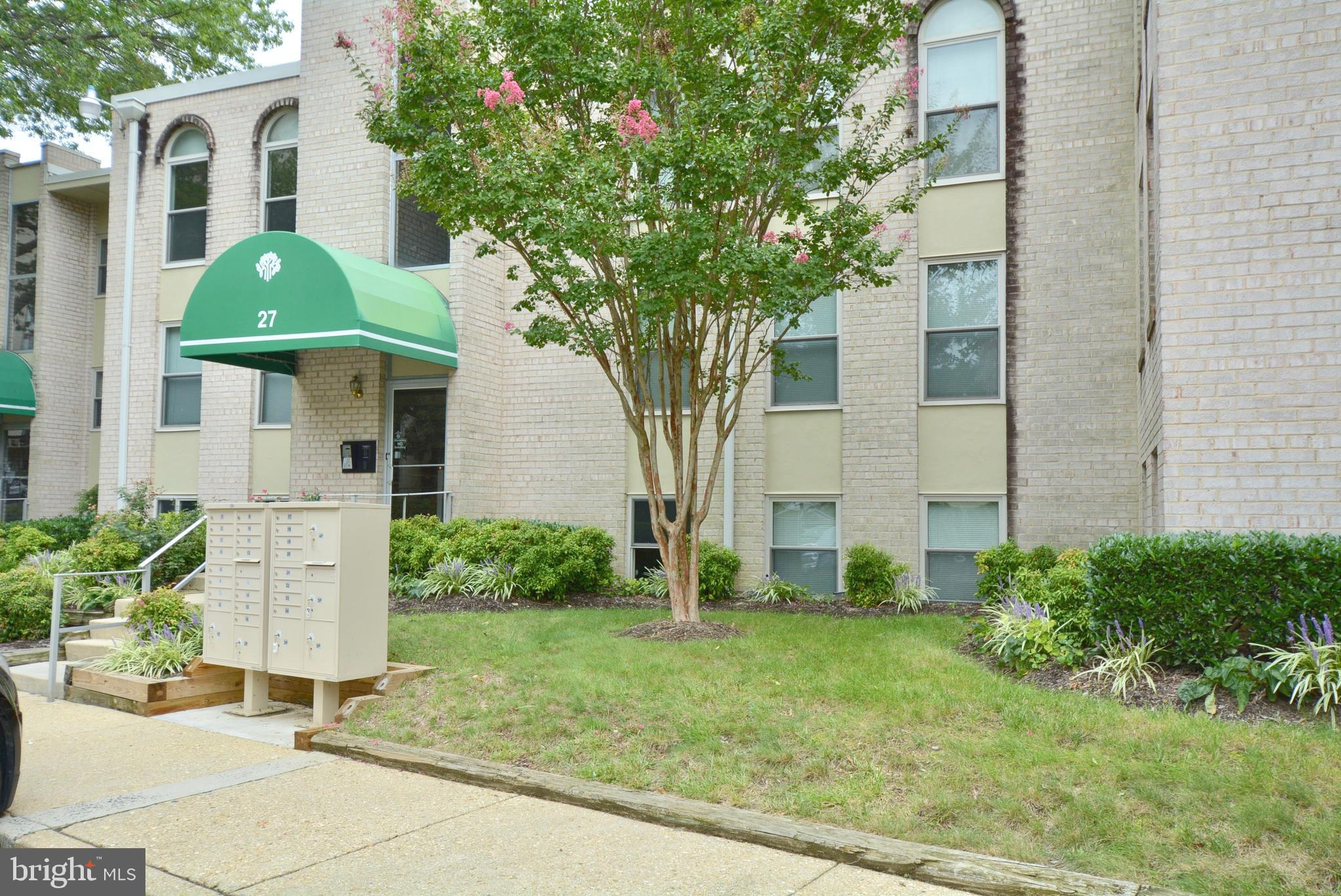 Photo for 27 Canterbury SQUARE, Unit 301, Alexandria, VA 22304 (MLS # VAAX251156)