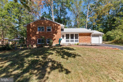 Photo of 7602 Cosgrove PLACE, Springfield, VA 22151 (MLS # VAFX1094586)