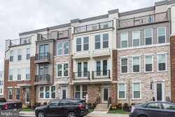 Photo of 14484 Lake Vista DRIVE, Chantilly, VA 20151 (MLS # VAFX1125314)