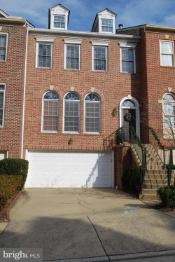 Photo of 10172 Castlewood LANE, Oakton, VA 22124 (MLS # VAFX1171870)