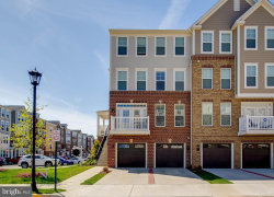 Photo of 25257 Orchard View TERRACE, Chantilly, VA 20152 (MLS # VALO380652)