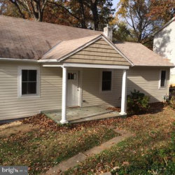 Photo of 117 E Deer Park DRIVE, Gaithersburg, MD 20877 (MLS # MDMC683028)