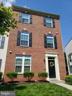 Photo of 43022 Spyder PLACE, Chantilly, VA 20152 (MLS # VALO410108)