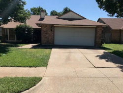 Photo of 3913 Seven Gables Street, Fort Worth, TX 76133 (MLS # 13689733)