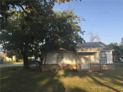 Photo of 600 S Lee Street, Valley View, TX 76272 (MLS # 13697271)