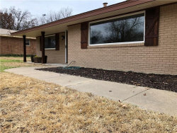 Photo of 5808 Wessex Avenue, Fort Worth, TX 76133 (MLS # 13757115)