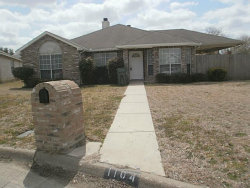 Photo of 1104 Falconcrest Court, Arlington, TX 76017 (MLS # 13760823)
