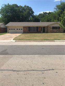 Photo of 2812 Southgate Drive, Fort Worth, TX 76133 (MLS # 13844527)
