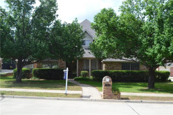 Photo of 32 Royal Oaks Circle, Denton, TX 76210 (MLS # 13847760)