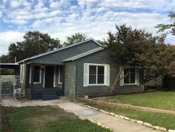 Photo of 2109 W Lotus Avenue, Fort Worth, TX 76111 (MLS # 14070488)