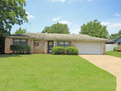 Photo of 812 Royce Drive, Euless, TX 76040 (MLS # 14136627)