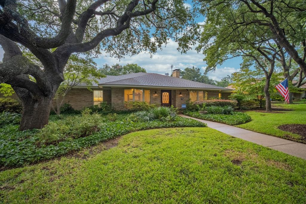 Photo for 3823 Valley Lawn Place, Dallas, TX 75229 (MLS # 14420243)