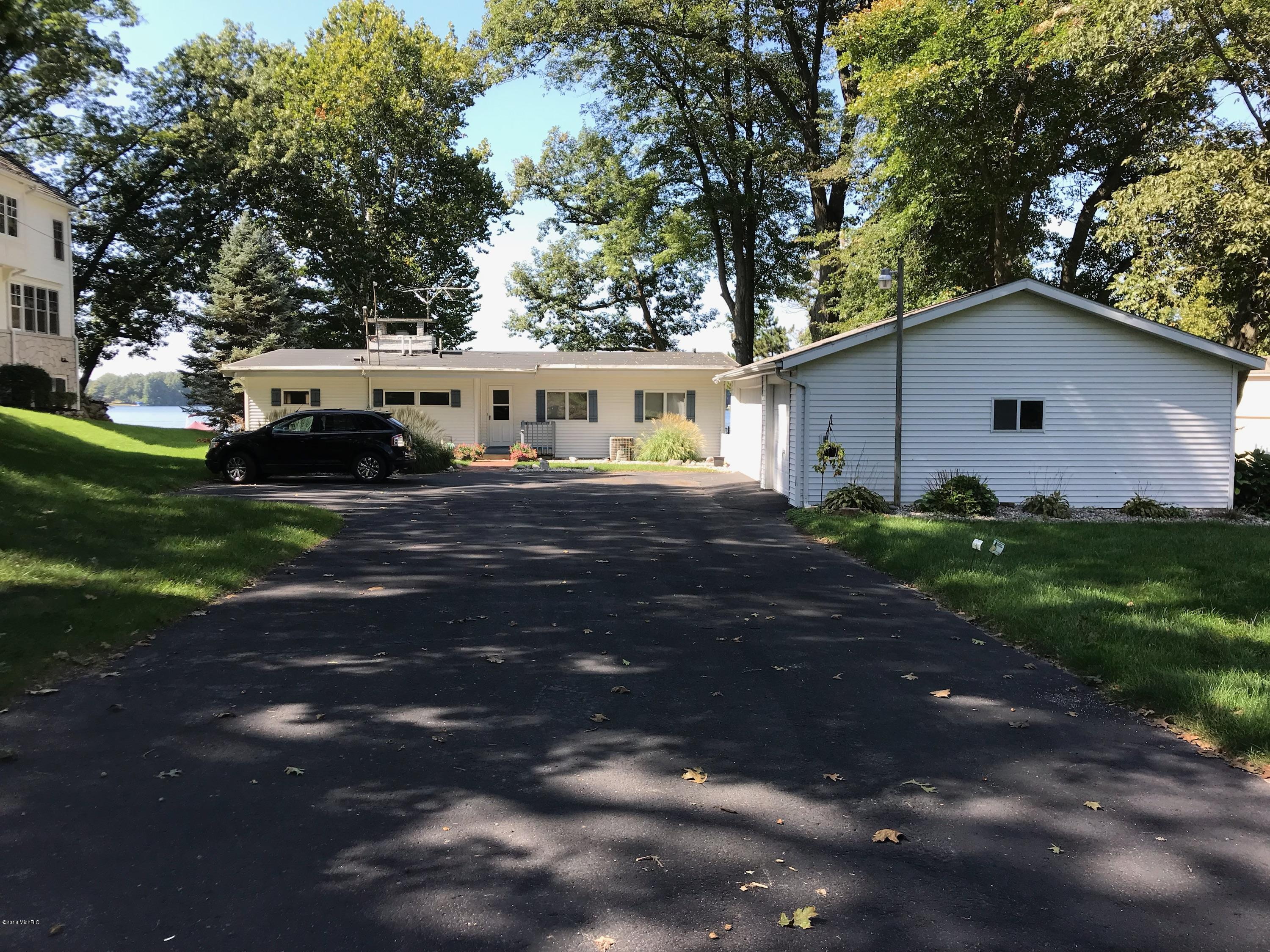 Photo for 59320 46th Street, Lawrence, MI 49064 (MLS # 18046117)