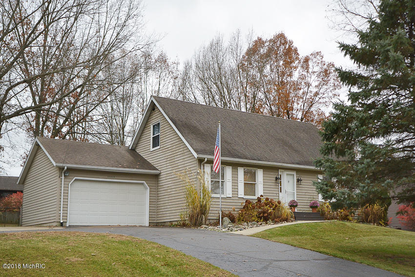 Photo for 36535 Valley Drive, Paw Paw, MI 49079 (MLS # 18054374)