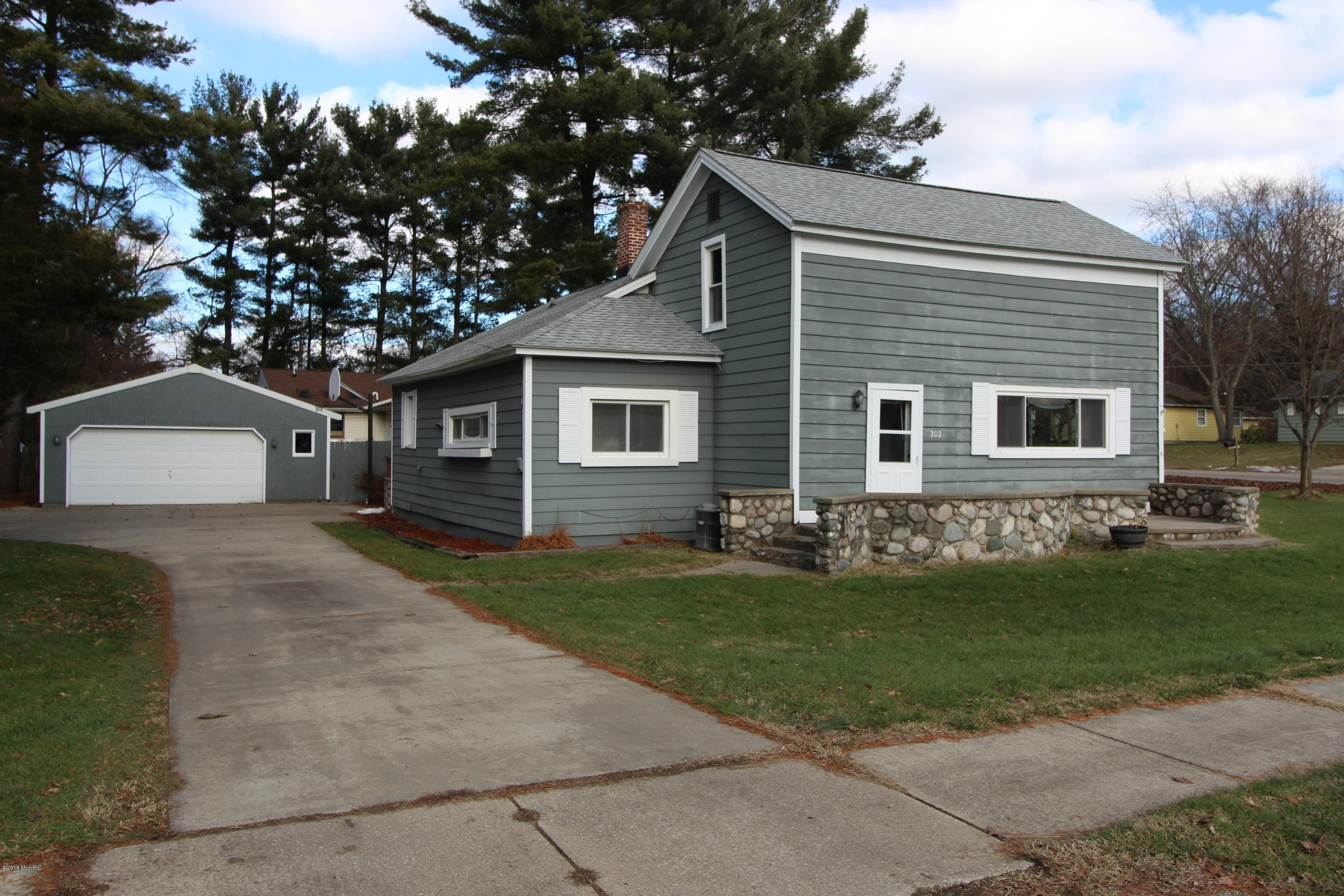 Photo for 202 W North Street, Paw Paw, MI 49079 (MLS # 18057393)