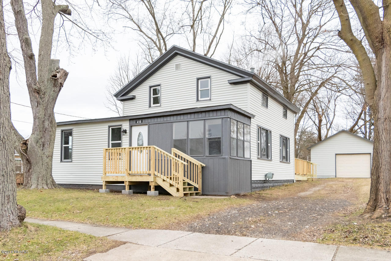 Photo for 410 N Brown Street, Paw Paw, MI 49079 (MLS # 18059443)
