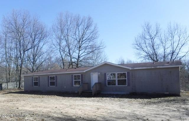 Photo for 42209 85th Avenue, Decatur, MI 49045 (MLS # 19012289)
