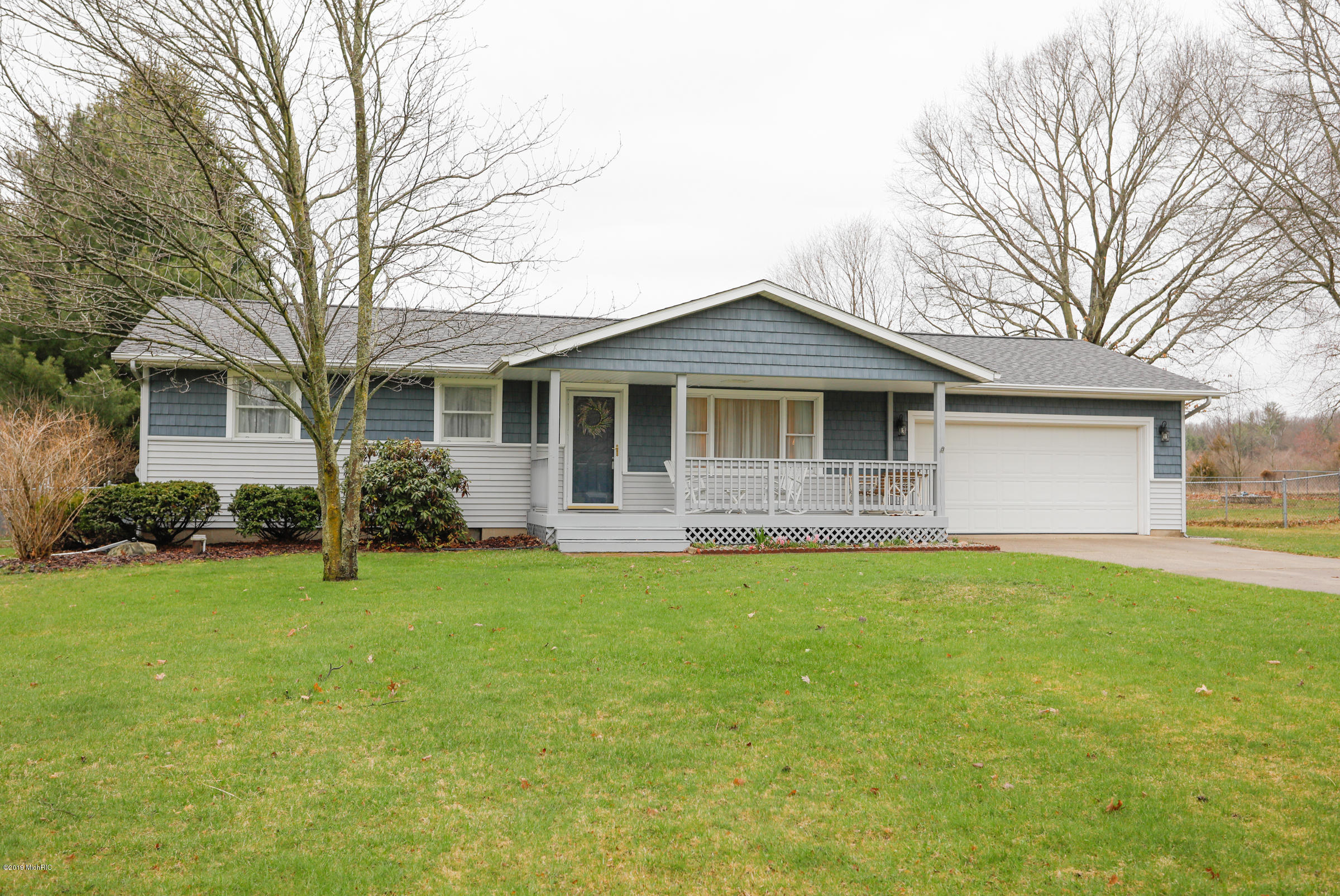 Photo for 22322 Woodhenge Drive, Mattawan, MI 49071 (MLS # 19013202)
