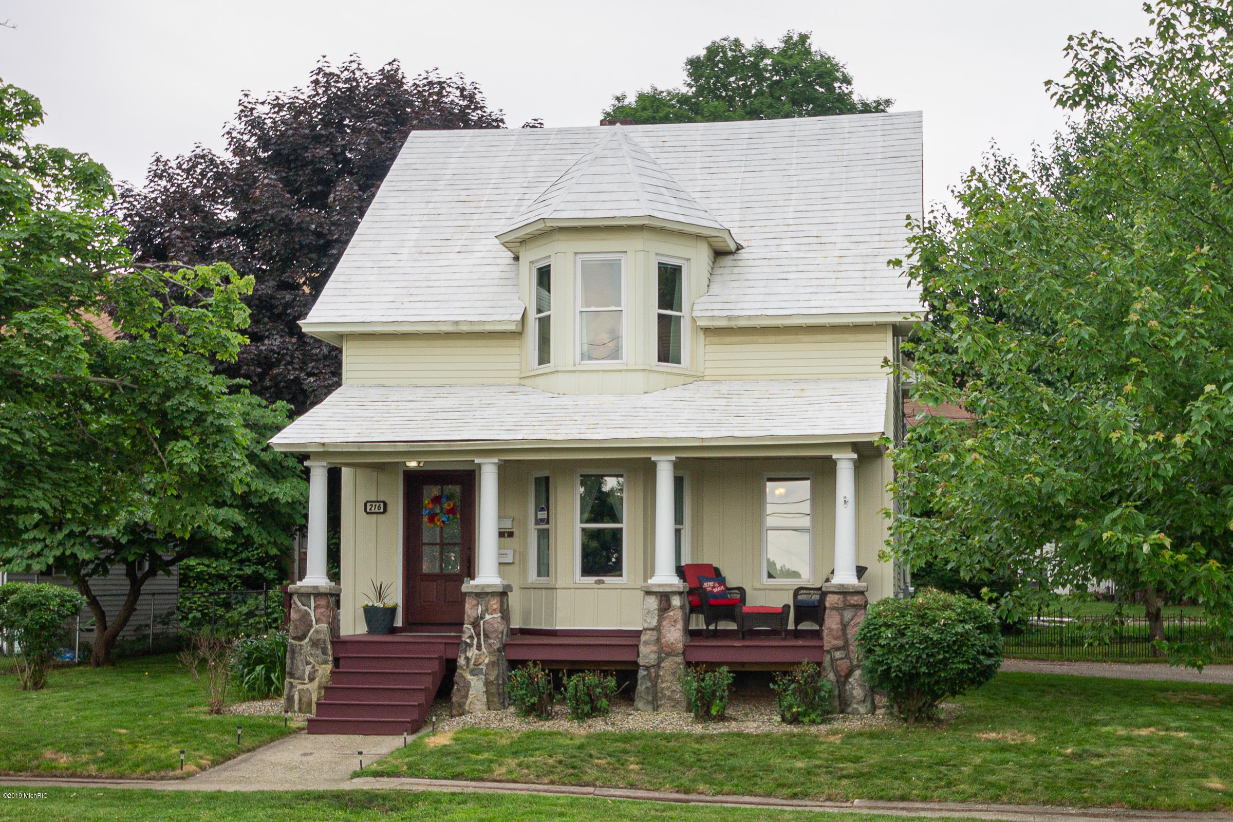 Photo for 216 S Kalamazoo Avenue, Vicksburg, MI 49097 (MLS # 19028163)