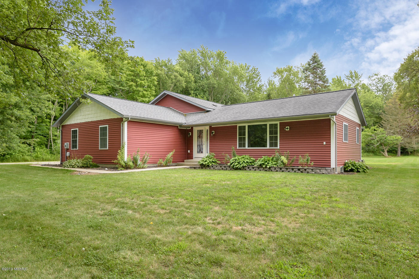 Photo for 72317 6th Avenue, South Haven, MI 49090 (MLS # 19037741)