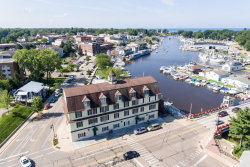 Photo of 532 Dyckman Avenue, Unit Unit 18, South Haven, MI 49090 (MLS # 20010159)