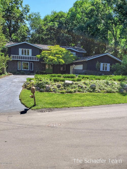 Photo of 2802 Burrwick Drive, Grand Rapids, MI 49546 (MLS # 20033172)