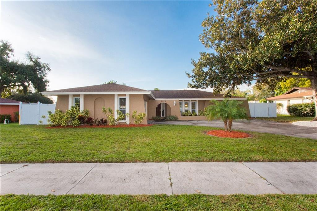 Photo for 8034 Dovehill Lane, SEMINOLE, FL 33777 (MLS # U8067086)