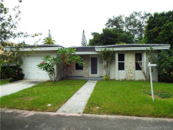Photo of 825 Lorca St, Coral Gables, FL 33134 (MLS # A10314686)
