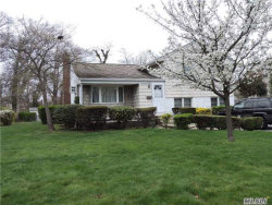 Photo of 722 Tanglewood Rd, West Islip, NY 11795 (MLS # 2981222)