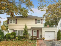 Photo of 53 Muirfield Rd, Rockville Centre, NY 11570 (MLS # 2986117)